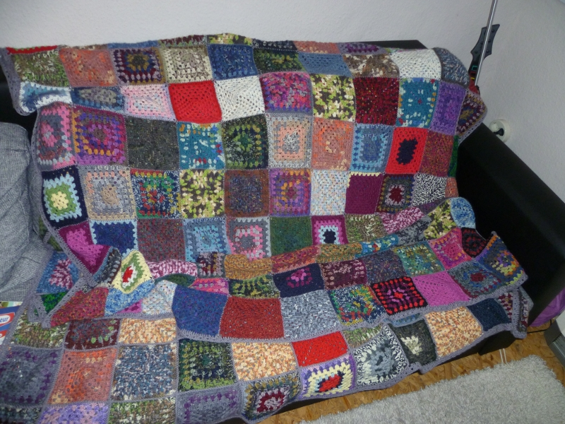 granny square decke fr belina. Black Bedroom Furniture Sets. Home Design Ideas