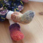 Anleitung: gestrickte Puppensocken und -handschuhe