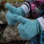Warme Handschuhe stricken: gefilzte und tvåändsstickade Fäustlinge